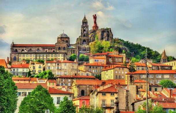Notre Dame de France, overlooking Le Puy-en-Velay, a town in Haute-Loire, France (Leonid Andronov / Adobe Stock)