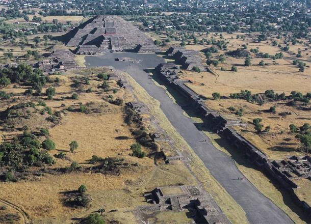 """The Avenue of The Dead leading to the Pyramid of the Moon in the ancient city of Teotihuacan, the unique and only """"home"""" of the mysterious Spider Woman. (Ricardo David Sánchez / CC SA-BY 3.0)"""