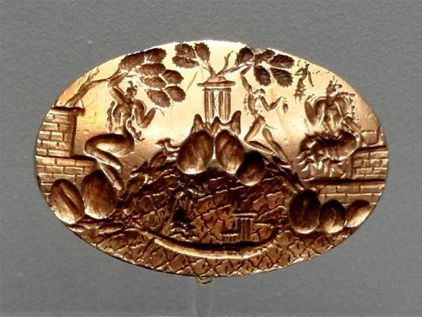 Front detail of the King Minos Ring