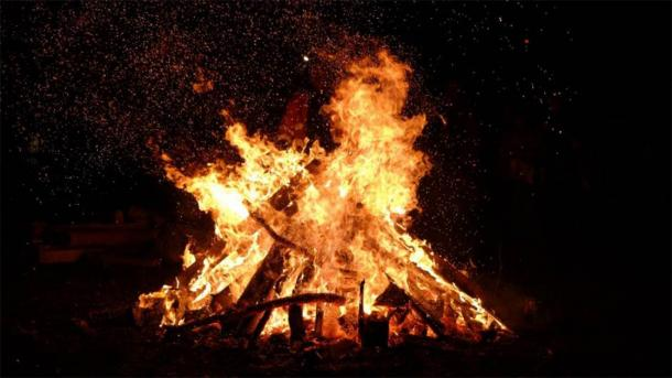 The end of the harvest and the coming of the New Year were celebrated with Samhain bonfires. (CC0)
