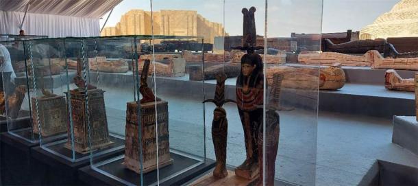 Burial statues and sarcophagi from the Saqqara necropolis. (Youm7)