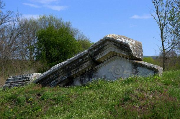 The ruins of the ancient Roman town Nicopolis ad Istrum where the Roman inscription stele was found. (crimip / Adobe Stock)