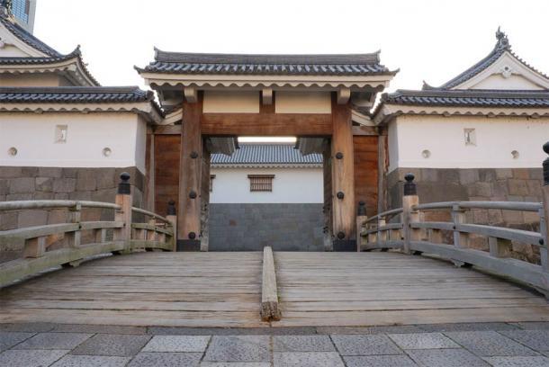 The impressive east gate of Sunpu Castle, southwest of Tokyo, Japan. (Monado / CC BY-SA 2.5)