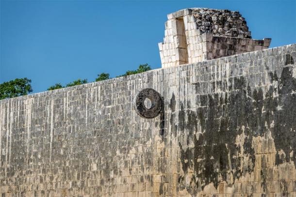 The Maya ball game court (juego de pelota) at Chichén Itzá - Yucatan, Mexico. (diegograndi / Adobe stock)