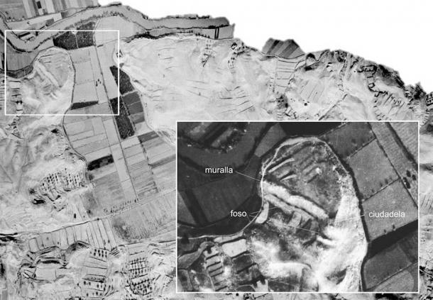 Image showing the wall (muralla), moat (foso), and citadel (ciudadela) at Cabezo Pequeño del Estaño. (Universidad de Alicante)