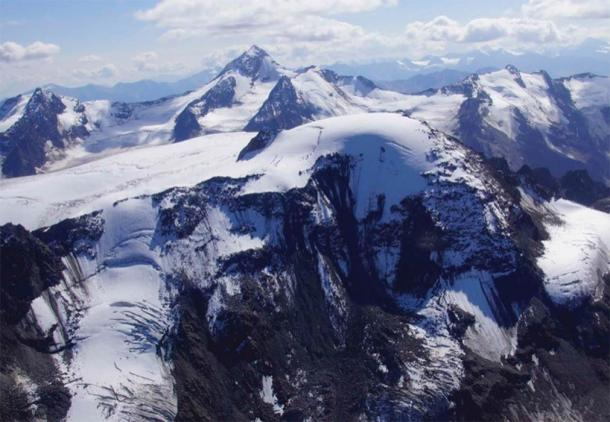 Aerial view of the Weißseespitze summit glacier with its special dome-shaped geometry. (Credit: Andrea Fischer/Nature 2020)