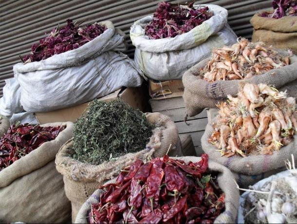 To last the Kashmiri winter, a novel method of drying vegetables and pulses called hokhseun was developed so that people could store them for the winter in Kashmir. (Chinar Shade)
