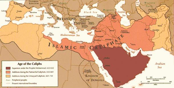 """The """"Age of the Caliphs"""", shows the Umayyad dominance stretched from the Middle East to the Iberian Peninsula, including the port of Narbonne, c. 720. (McZusatz / Public Domain)"""