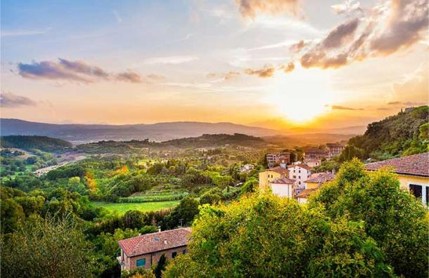Sunset in small Etruscan town of Chiusi, Tuscany, Italy where Lars Porsena ruled and is said to be buried. (Andriy Blokhin / Adobe Stock)