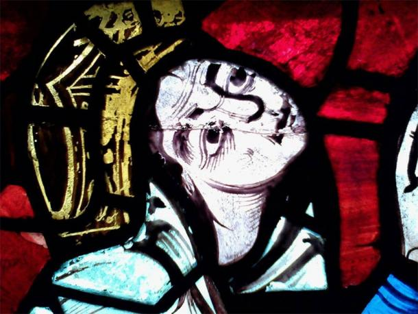 Detail of Eleanor of Aquitaine in the stained-glass window of Poitiers Cathedral. Source: Danielclauzier / CC BY-SA