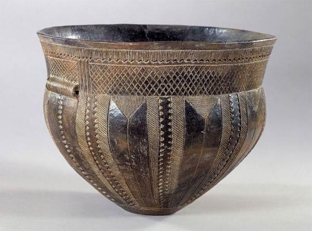 Example of a Funnelbeaker, Skarpsalling vessel, Denmark, 3200 BC (CC BY-SA 3.0)