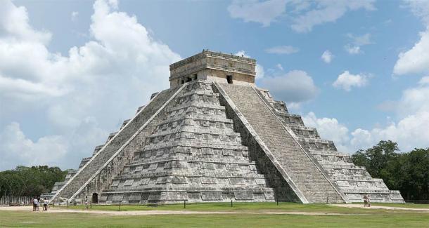 El Castillo, know as the Temple of Kukulcan, at the center of Chichen Itza. (Daniel Schwen / CC BY-SA)