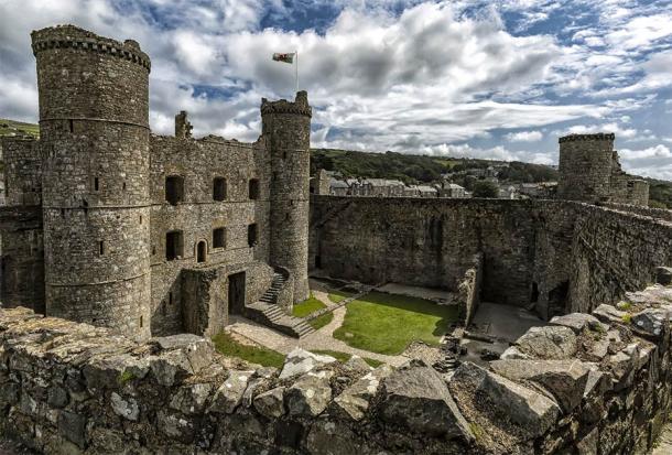 The inner walls of Harlech Castle. (Fulcanelli / Adobe Stock)