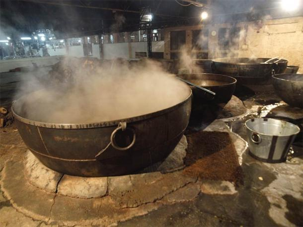The large pot used to cook the communal meal at the Golden Temple (Javier Cuadrado / Adobe Stock)