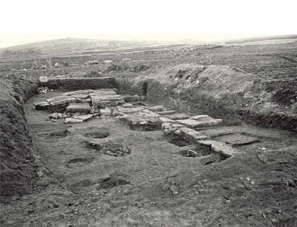 Bedini excavation (1975) of Mont'e Prama, Sardinia, Italy. (Public Domain)