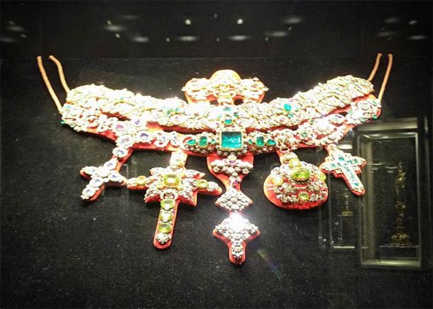 Michele Dato's Necklace of St. Januarius, as displayed in the Museum of the Treasure of San Gennaro, Naples, Italy. (Wantay / CC BY-SA 4.0)