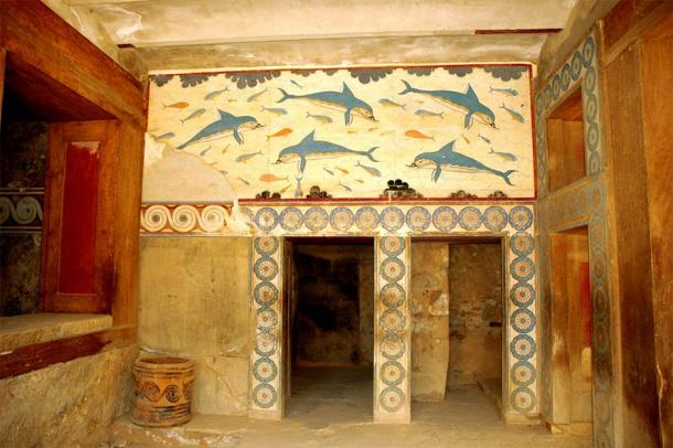 The Minoan palace of Knossos which has survived the ages in unbelievable condition when compared with the mostly stone remains at the Zominthos complex nearby. But at one time, the walls of Zominthos would have been this colorful and impressive. (G Da / CC BY-SA 3.0)
