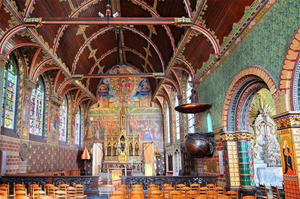 Interior of Basilica of the Holy Blood in Bruges, Belgium (Cezary Wojtkowski / Adobe Stock)