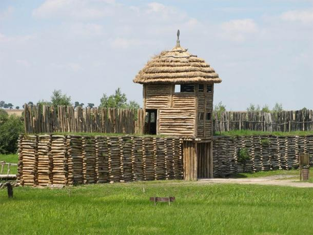 A reconstruction of the Biskupin fortified settlement where Polish metal work first got started. (I, Ludek / CC BY-SA 3.0)