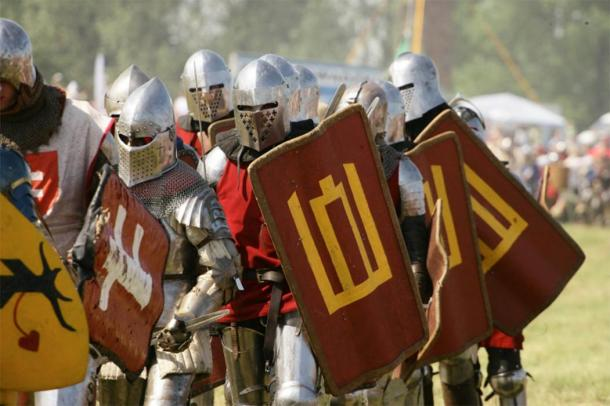 Representation of Lithuanian medieval soldiers in a re-enactment. (kam.lt)