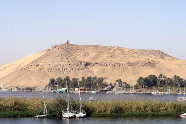 View of Qubbet el-Hawa and the Nile in the foreground, the location of the ancient nectopolis under investigation by the University of Jaen team. (Silar / CC BY-SA 3.0)