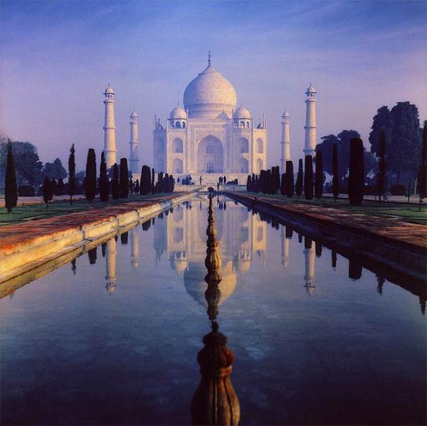 Shah Jahan built the beautiful Taj Mahal in the memory of his wife, Mumtaz Mahal. (amaldla / CC BY-SA 2.0)