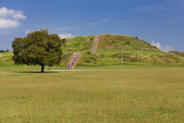 Modern photo of Cahokia pyramid / mounds. (pop_gino / Adobe stock)