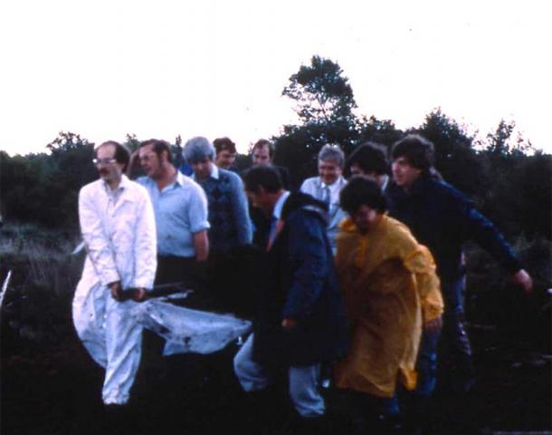 Workers remove the remains of Lindow Man from Lindow Moss, 1984. (Trustees of the British Museum)