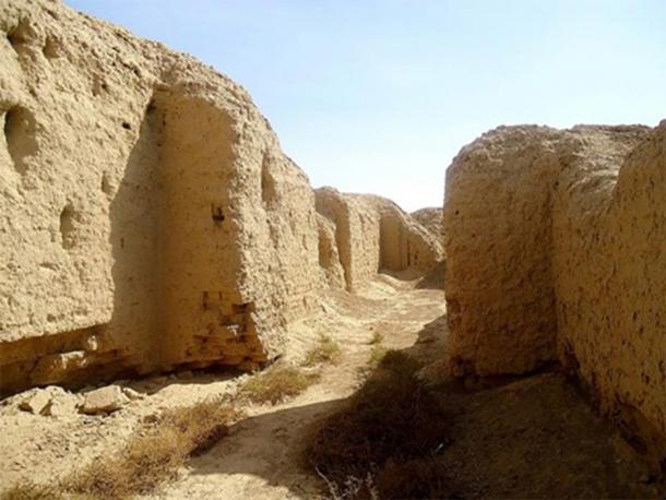 Ruins near the ziggurat of Kish at Tell al-Uhaymir, Mesopotamia, Babel Governorate, Iraq (Osama Shukir Muhammed Amin FRCP(Glasg)/ CC BY-SA 4.0)
