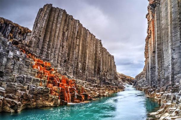 The unforgiving landscape of Iceland didn't deter Hrafna-Flóki from settling. (Jag_cz / Adobe Stock)