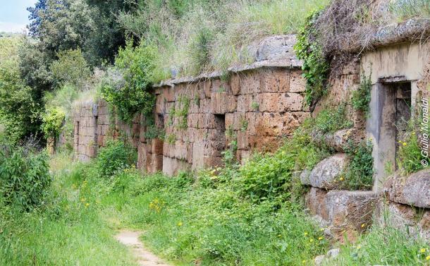 "Etruscan tombe a dado or ""dice tombs"" in the Salvo di Malano. (Giulio Monaldi / Flickr)"