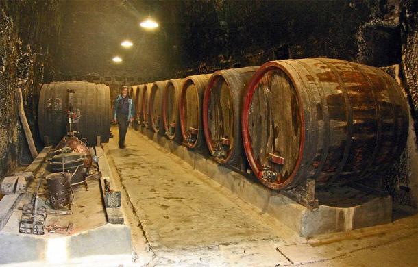 The world-famous wine cellar of Château de Brézé in modern times. (Gerd Eichmann / CC BY-SA 4.0)