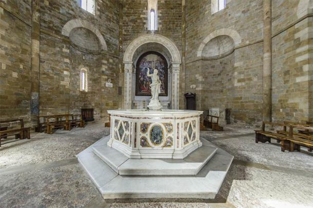 Statue of the baptismal font, Baptistery of San Giovanni, Volterra (giadophoto / Adobe Stock)