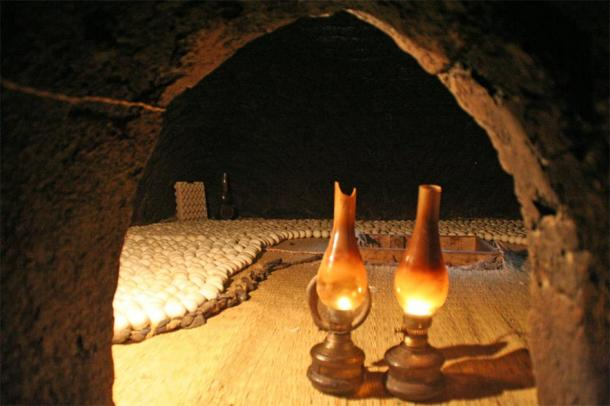 Petrol lamps are used in the ovens to warm up the eggs. (Lenny Hoferwerf / Courtesy of Food And Agriculture Organization of the United Nations (2006) / Reproduced with permission)