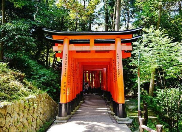 The Fushimi Inari-taisha Shrine in Kyoto is the most well known Inari shrine in Japan. Located in Kyoto it is most remembered for its Senbon Torii, one thousand vermillion red torii gateways. (Zairon / CC BY-SA 4.0)