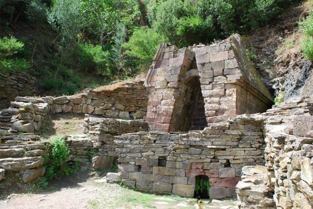 There are about fifty sacred wells of the Nuragic culture on the island of Sardinia. One of them is the Su Tempiesu near Orune which is believed to have functioned as a votive well. (Wolfgang Cibura / Adobe Stock)
