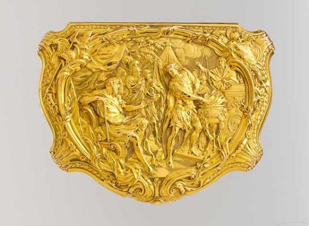 Box with scene depicting Roman hero Gaius Mucius Scaevola before the Etruscan king Lars Porsena (Metropolitan Museum of Art/ CC0)