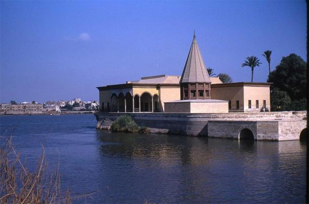 Reconstructed conical structure over the nilometer on the southern tip of Roda Island on the Nile River at Cairo. (Prong hunter / CC BY-SA 3.0)
