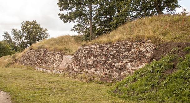 Shot of Danevirke 6 – 'The Valdemar-wall'. (Szilas / CC0)