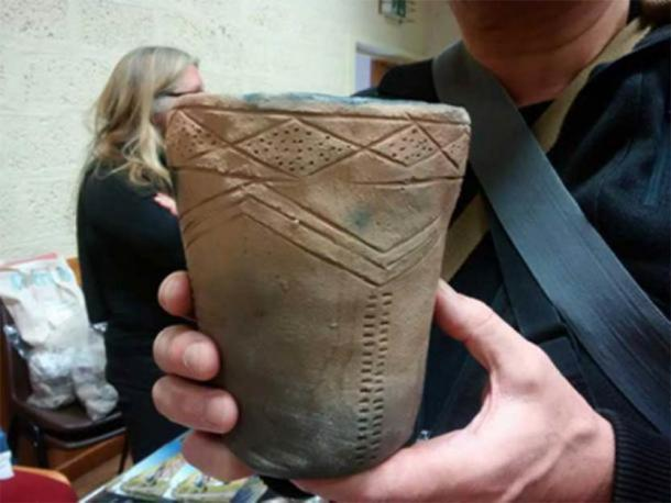Grooved Ware – Caption: Reproduction of a Grooved Ware pot found at the Ness of Brodgar excavations on the Orkney Mainland. (Image: Andrew Collins)