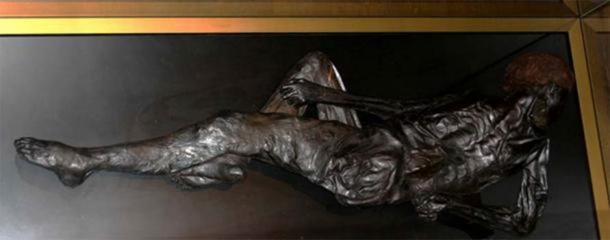 Bog body murders: Grauballe Man at Moesgaard-Museum, Denmark ( CC BY-SA 3.0 )