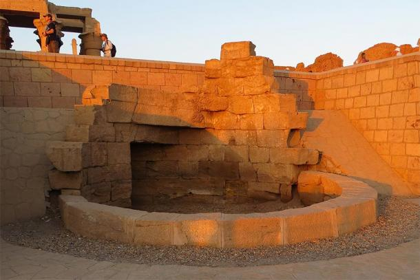 The outside of the nilometer's well at Kom Ombo. (JMCC1 / CC BY-SA 3.0)