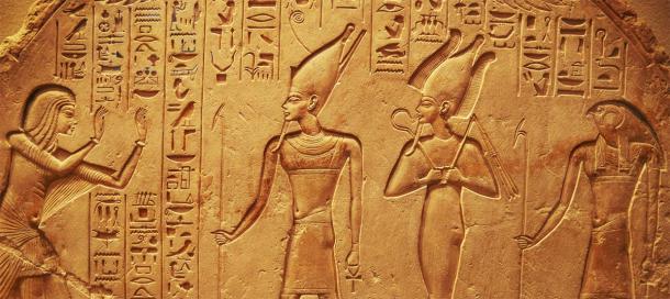 Antiche incisioni geroglifiche egiziane.