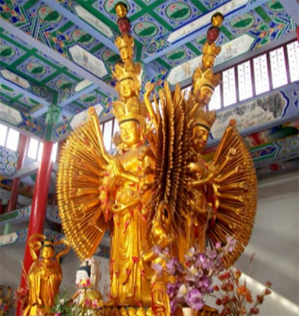 Thousand-armed bodhisattva Avalokiteśvara. (Huihermit / Pubic Domain)
