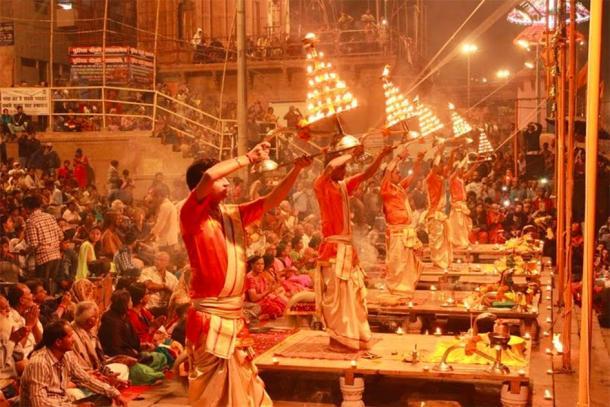 Ganga Aarti, Varanasi (CC BY-SA 4.0)
