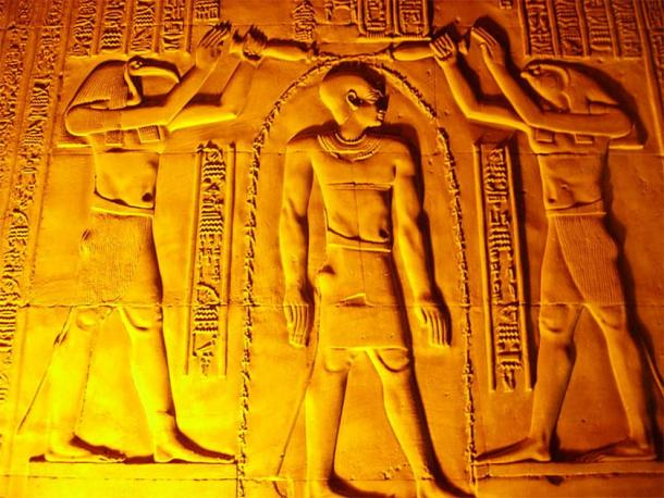 The gods Thoth and Horus pour life giving waters over the head of Pharaoh Ptolemy VI to purify him before he takes the throne of Egypt; in a scene from the Kom Ombo Temple, southern Egypt. This is similar to the purifying ablutions that Jews perform before Rosh Hashanah. (CC BY-SA 3.0)