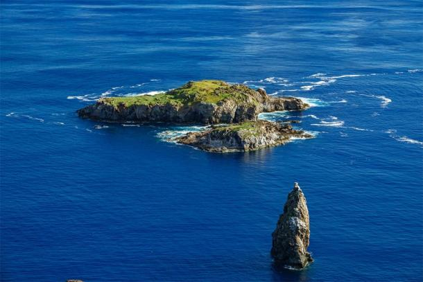 The Motu Nui islet where competitors swam to during the Birdman cult competition. (F.C.G. / Adobe stock)