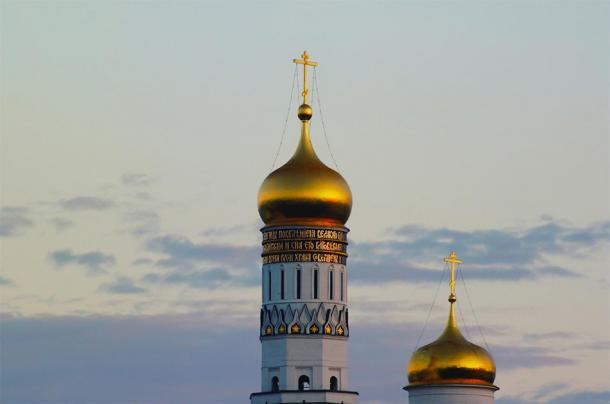 Domes of Ivan the Great Bell Tower in the Kremlin. (Godot13 / CC BY-SA 3.0)