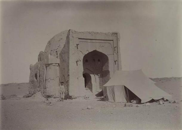 Image from Aurel Stein's visit. A tomb (or possibly a mosque) at the southeast corner, viewed from the east. (CC0)