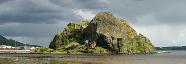 Dumbarton Castle has been the site of several struggles over the ages, due to its strategic location on the River Clyde. (Eddie Mackinnon / CC BY-2.0)